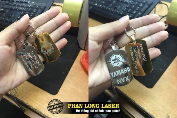 Khắc laser theo yêu cầu lên mặt dây chuyền thẻ bài lấy ngay lấy liền giá rẻ