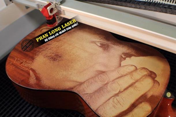 Khắc hình ảnh chân dung nghệ thuật của bạn lên đàn guitar