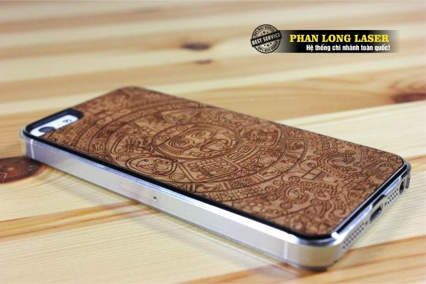 Cơ sở nhận khắc gia công lên vỏ điện thoại, ốp lưng điện thoại, nắp lưng điện thoại bằng gỗ giá rẻ
