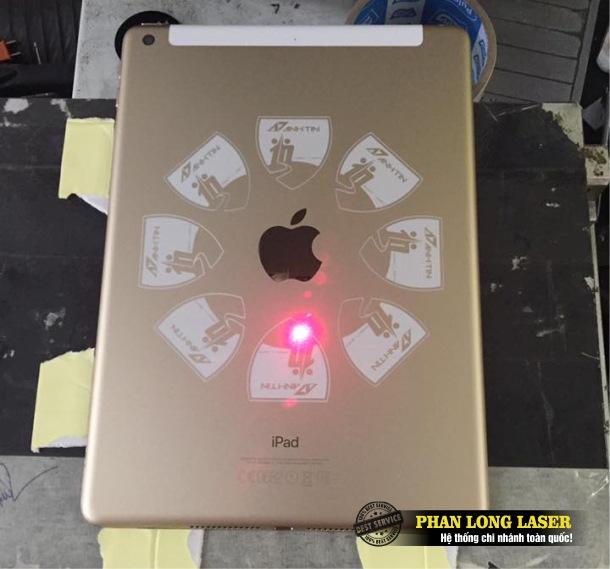Địa chỉ khắc laser theo yêu cầu lên laptop, macbook, ipad, máy tính bảng tại Tp Hồ Chí Minh, Sài Gòn, Đà Nẵng, Hà Nội và Cần Thơ