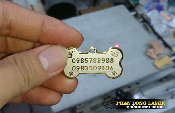 Làm vòng cổ khắc tên cho chó mèo, làm dây chuyền pettag khắc chữ khắc tên cho thú cưng