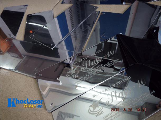 Nhận khắc laser gia công trên kim loại cho khách hàng tại Hà Nội
