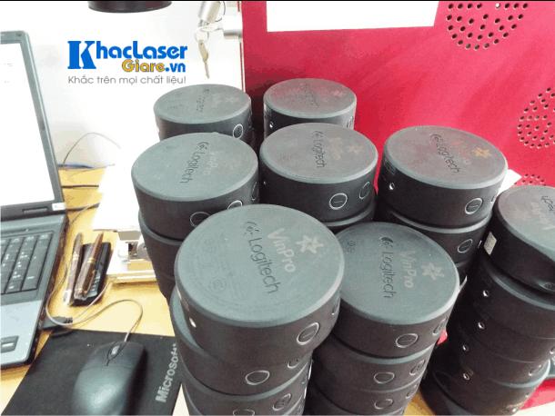 Khắc loa bluetooth chất liệu từ nhựa cho khách hàng tại Thanh Xuân Hà Nội